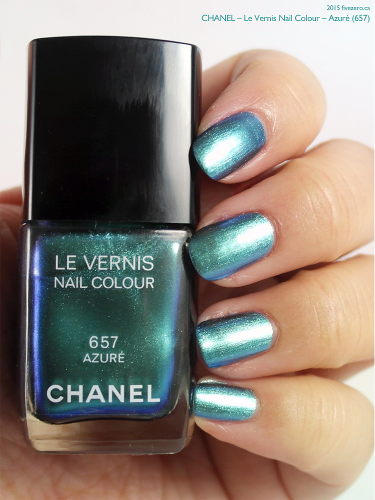 Chanel Le Vernis Nail Colour in Azuré, swatch